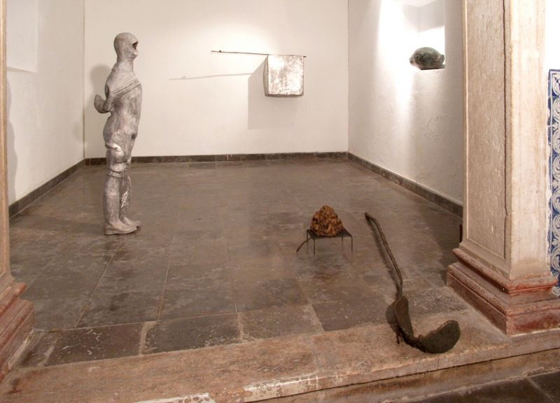 'Silence / 5 elements in bronze and aluminium, probably detached from a graphite and oil drawing, yet to be realized', installation view Ermida de Belém, Lisbon (PT) 2010