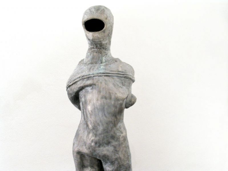 'Silence / 5 elements in bronze and aluminium, probably detached from a graphite and oil drawing, yet to be realized', (detail), casted aluminium, Ermida de Belém, Lisbon (PT) 2010